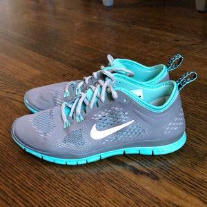 Nike 5.0 Sneaker 5.5 Gray/Mint Green